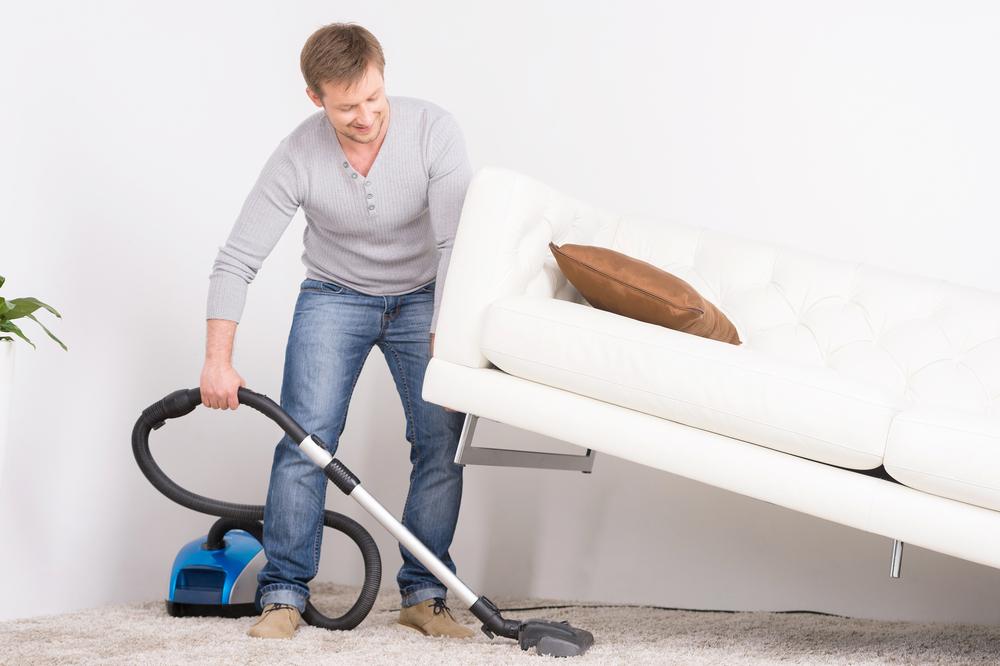 تمیز کردن زیر مبل