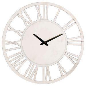 ساعت دیواری مدرن و کلاسیک همواره پرطرفدار و محبوب هستند و هیچگاه از مد نمی افتند . ساعت های دیواری مدرن و کلاسیکی که برند چشمه نور تهیه میکند ، مدل های بروز و ترکیبی از استفاده عناصر چوب یا جایگزین چوب ، پی وی سی و آینه می باشد که برای دکوراسیون امروزی مناسب تر می باشد . ساعت های دیواری کلاسیک ابعاد بزرگتری نسبت به ساعت های معمولی داشته و فضای بیشتری را پوشش می دهند ، ازین رو خواندن ساعت آسان تر بوده و برای اتاق نشیمن مناسب هستند . طراحی ساعت های چوبی به گونه ایست که همخوانی بالایی با بافت دیوارها دارند و چشم را خسته نمی کنند.